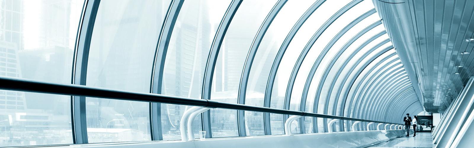 Imagen de cristaleras curvadas moderna y futurísta