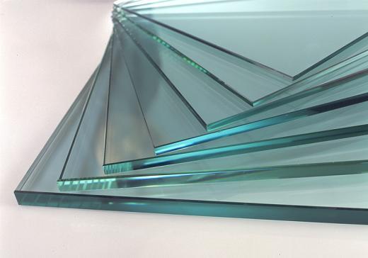 Imagen de varios vidrios monolíticos puesta como una baraja abierta