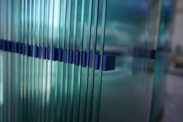 Vista lateral vidrios templados